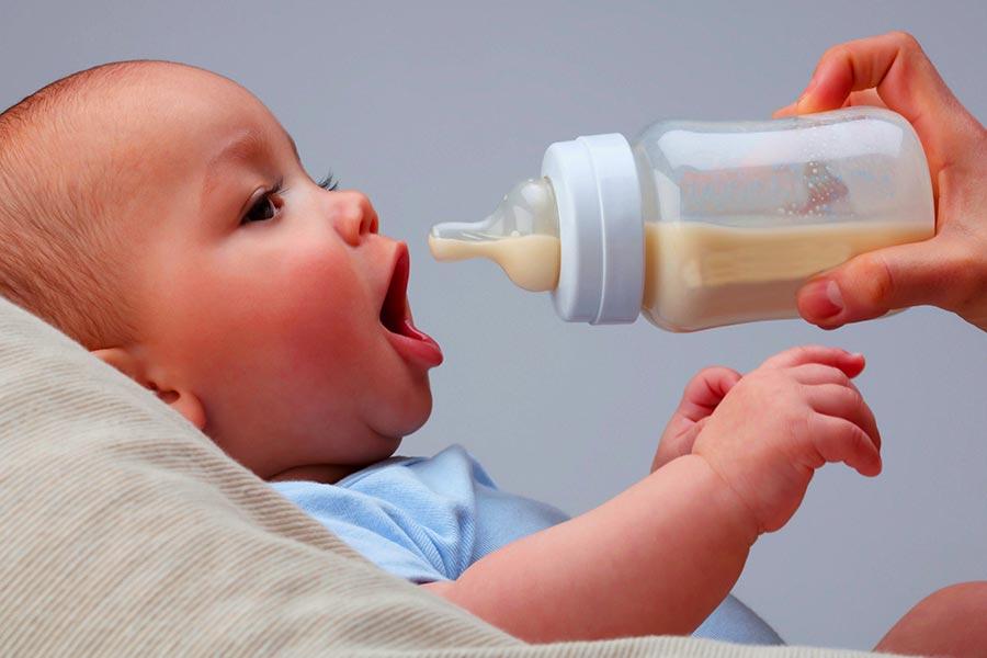 Intolleranza al lattosio nei neonati, come accorgersene e come intervenire