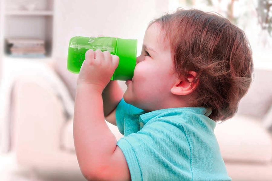 Quanta acqua dovrebbe bere il tuo bambino